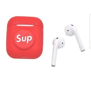Nwt, Apple AirPod case.